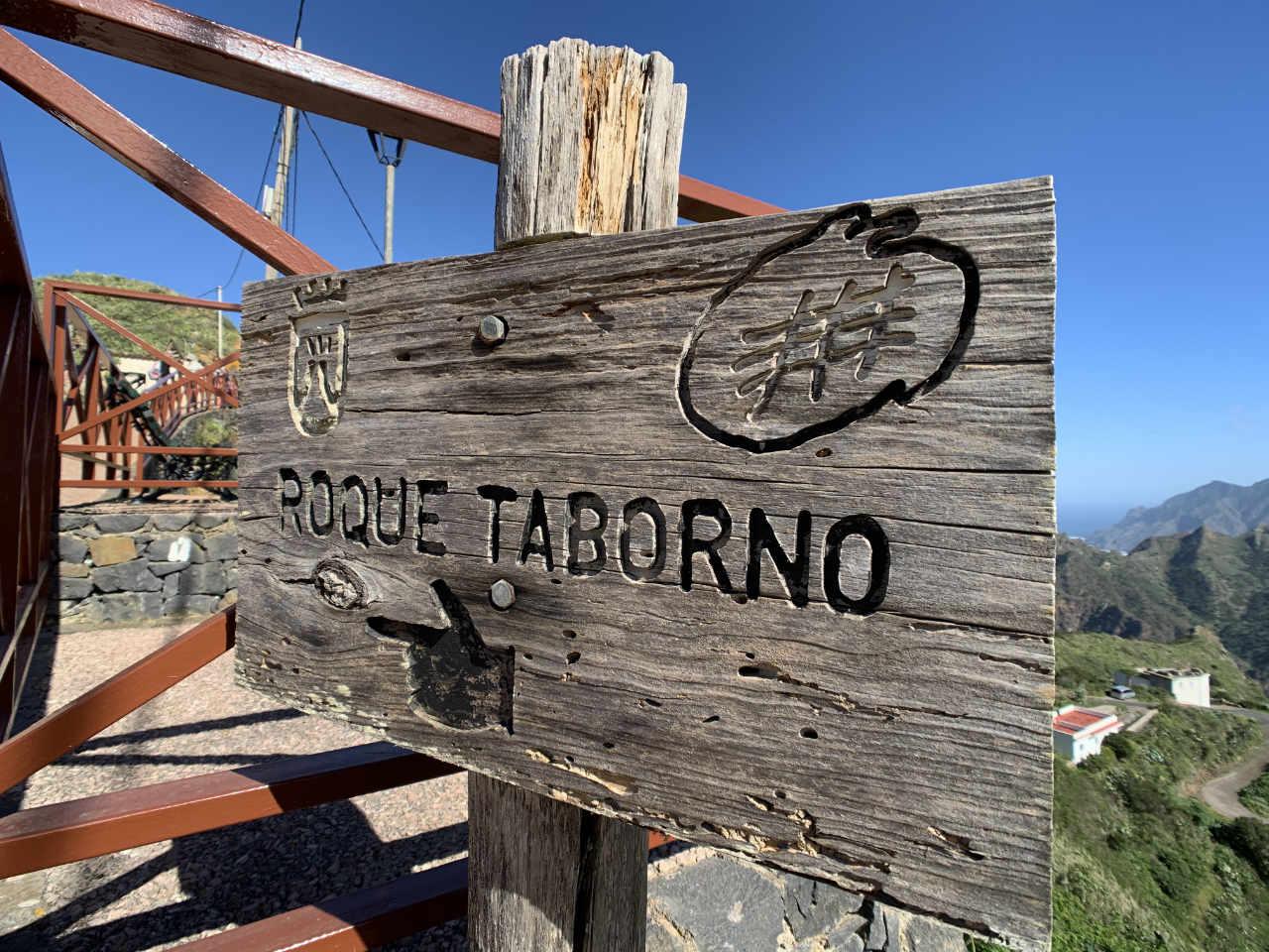 Holzschild als Wegzeichen zum Roque del Taborno