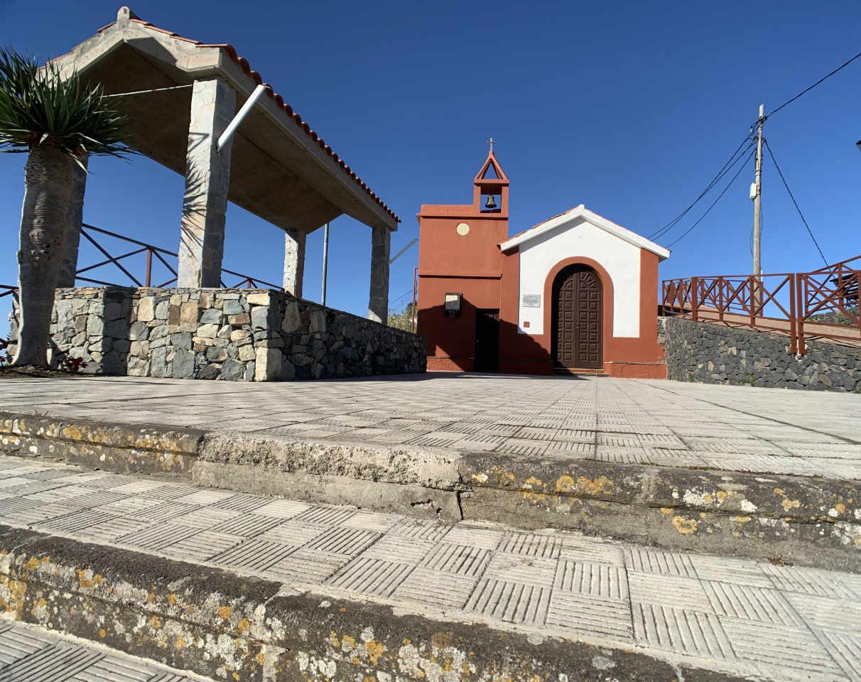 Kirchplatz von Taborno im Anaga Gebirge von Teneriffa