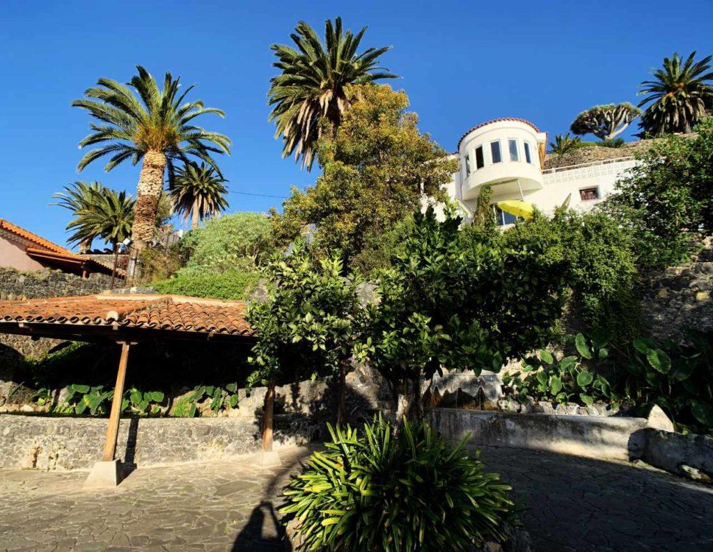 Der Waschplatz mit Palmen im Parques Los Lavaderos; Foto: Roland Strobl