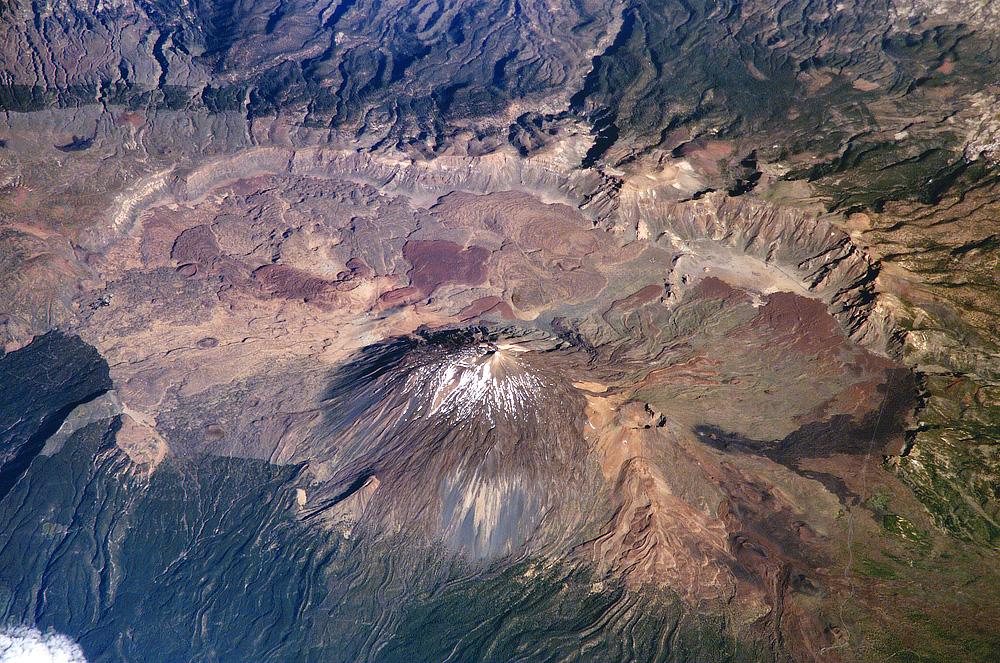 Luftbildaufnahme der ISS aus 339 Km Höhe vom Krater und Vulkan Teide auf Teneriffa